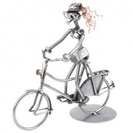 Frau auf einem Fahrrad - Schraubenmännle